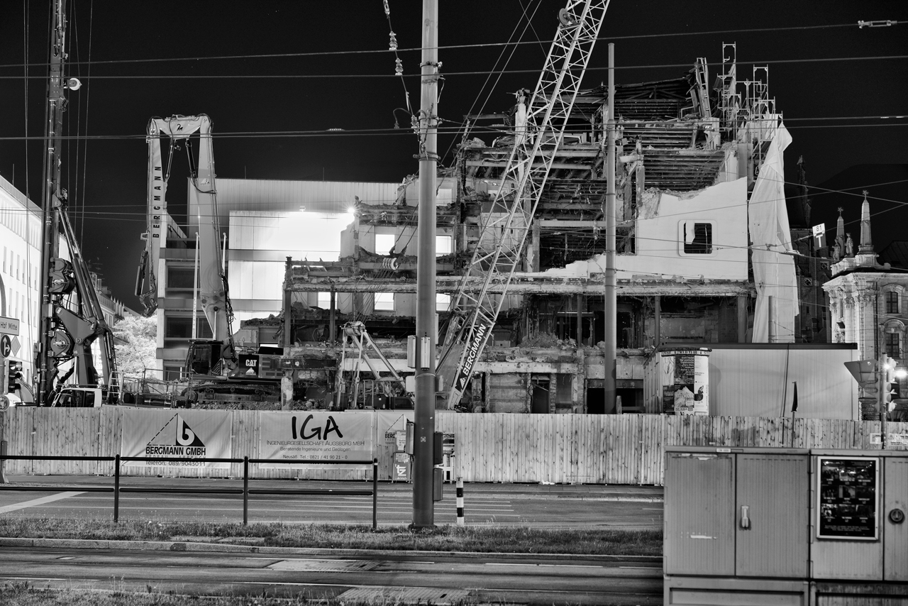 Bild: https://muc-city.de/koenigshof/images/2019-06-28-nachtaufnahmen/koenigshof-sw_DSC8796.jpg
