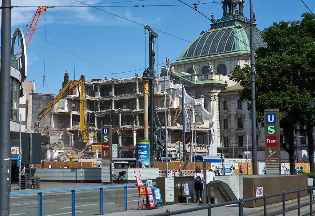 Bild: https://muc-city.de/koenigshof/images/2019-07-06/1024/hotel-koenigshof-spiegel-2019-07-06_GELBMANN_DSC4865.jpg