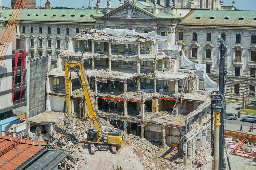 Bild: https://muc-city.de/koenigshof/images/2019-07-06/1024/hotel-koenigshof-spiegel-2019-07-06_GELBMANN_DSC5032.jpg