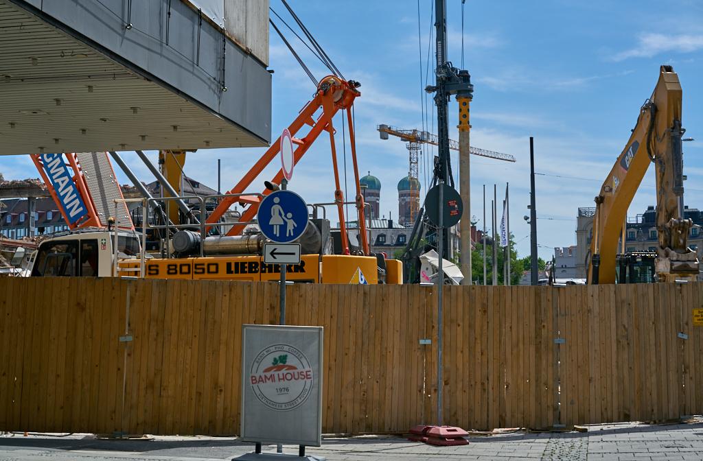 Bild: https://muc-city.de/koenigshof/images/2019-07-06/1024/hotel-koenigshof-spiegel-2019-07-06_GELBMANN_DSC5136.jpg